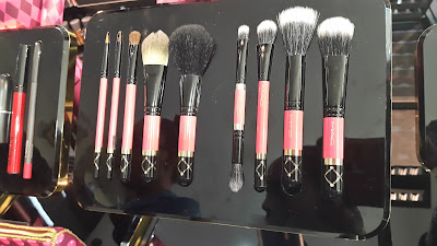M.A.C Nutcracker Sweet Holiday 2016 Brush Kits - www.modenmakeup.com