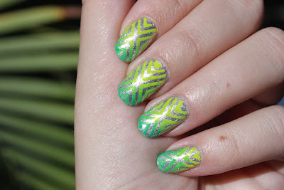 http://lacquediction.blogspot.de/2016/09/notd-green-and-gold.html