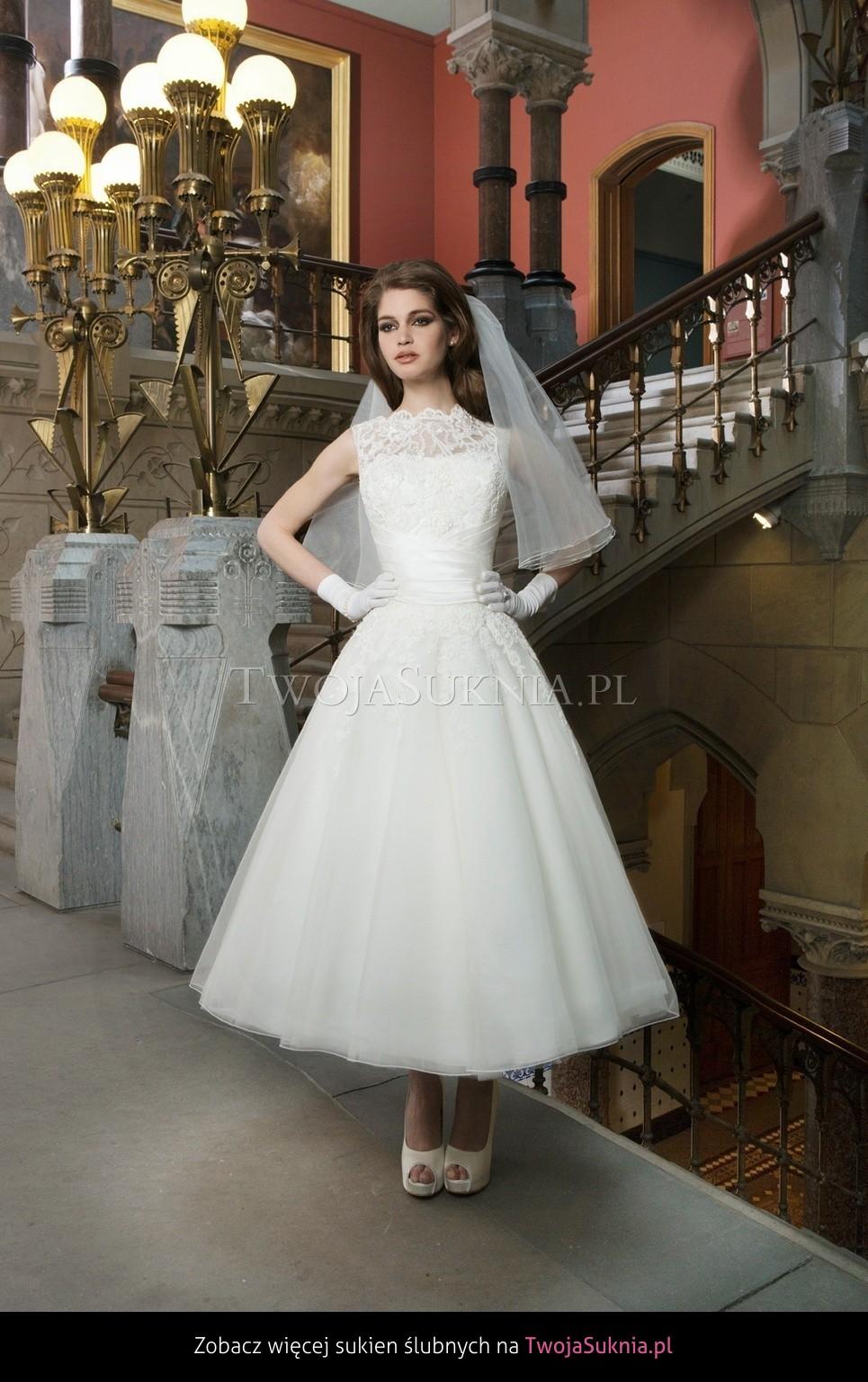 6fb4fa3bf2 Krótkie sukienki ślubne. Brałam je pod uwagę ze względu na wygodę noszenia  i możliwość ponownego ich wykorzystania. Tak jak sądziłam długość do pół  łydki ...