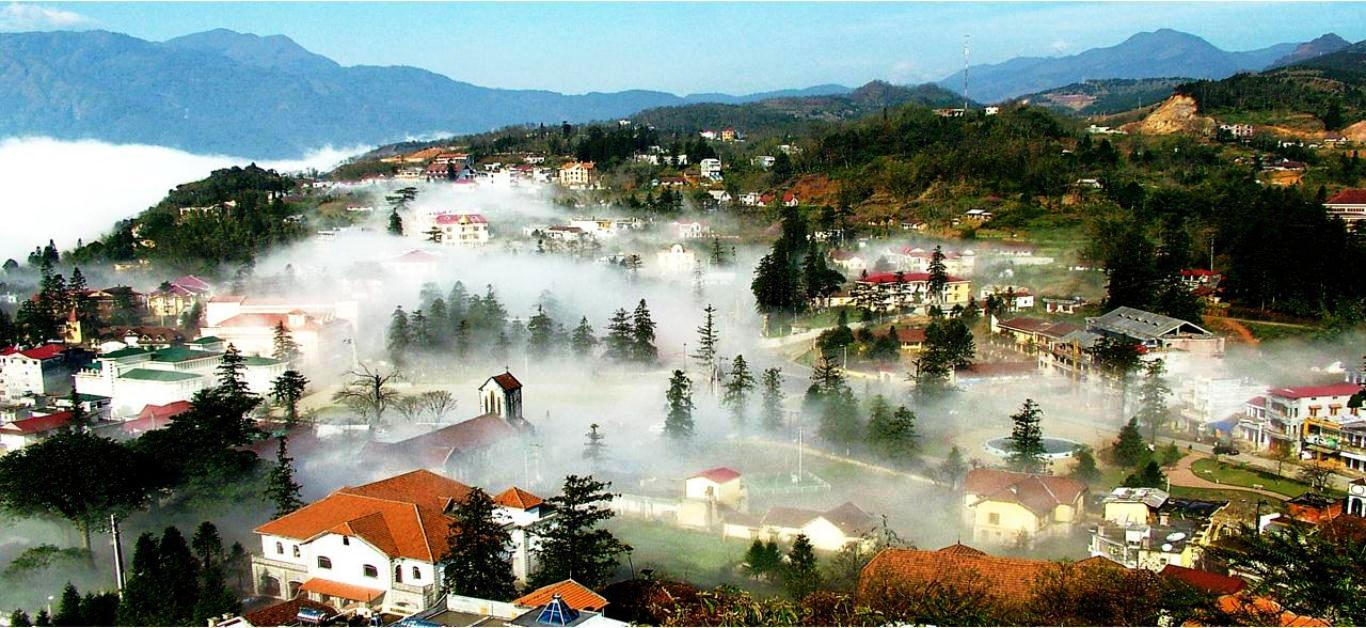 Sapa town engulfed in clouds throughout the year