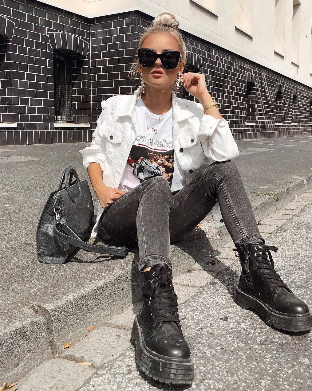 casual look | boots + bag + white denim jacket + top + jeans