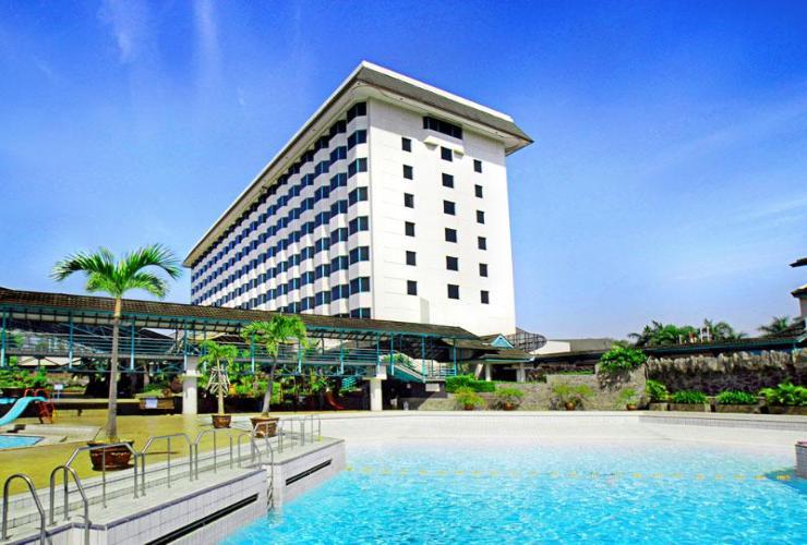 Swwiming pool hotel horizon bandung Jawa barat