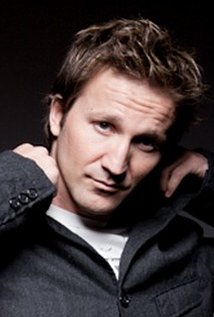 Breckin Meyer. Director of Men at Work - Season 3