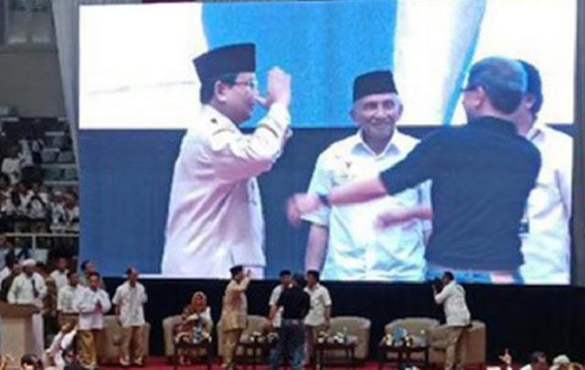Saat Prabowo Salami Rocky Gerung, Ada yang Teriak: Menteri Pendidikan Kita Cerdas!