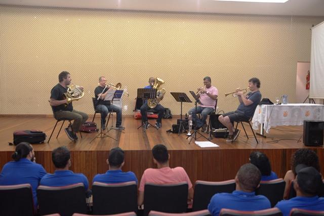 Barreiras: Músicos e professores da Escola Municipal Antonino Sampaio participam de palestra sobre ensino coletivo de bandas