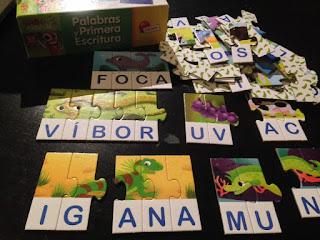 Foto del puzle Palabras y primera escritura con algunas piezas unidas y otras sueltas