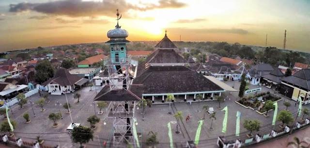 Masjid Agung Demak, Dibangun Walisongo dalam Semalam