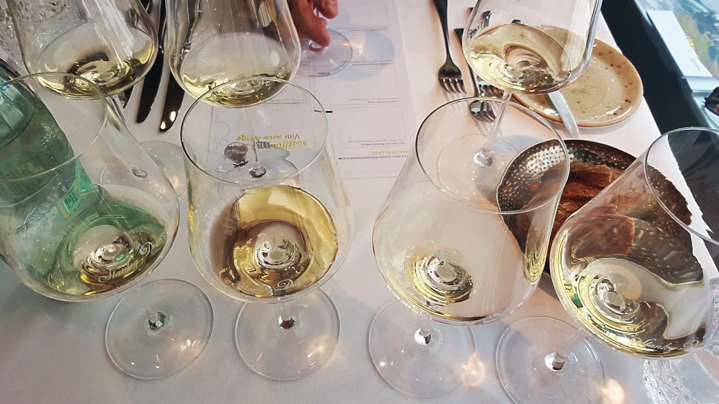 Der erste Flight von 4 Weinen in der Masterclass Südtirol Wein mit Markenbotschafter Sebastian Bordthäuser im Stanley Diamond, Frankfurt