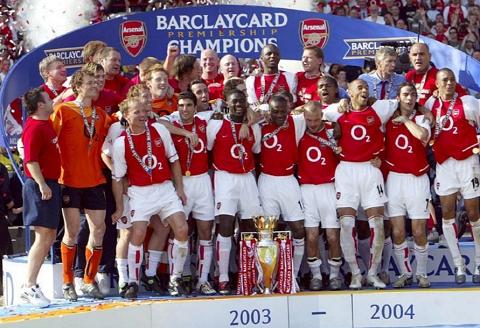 Arsenal đạt cup vô địch quốc gia mùa giải 2003 - 2004