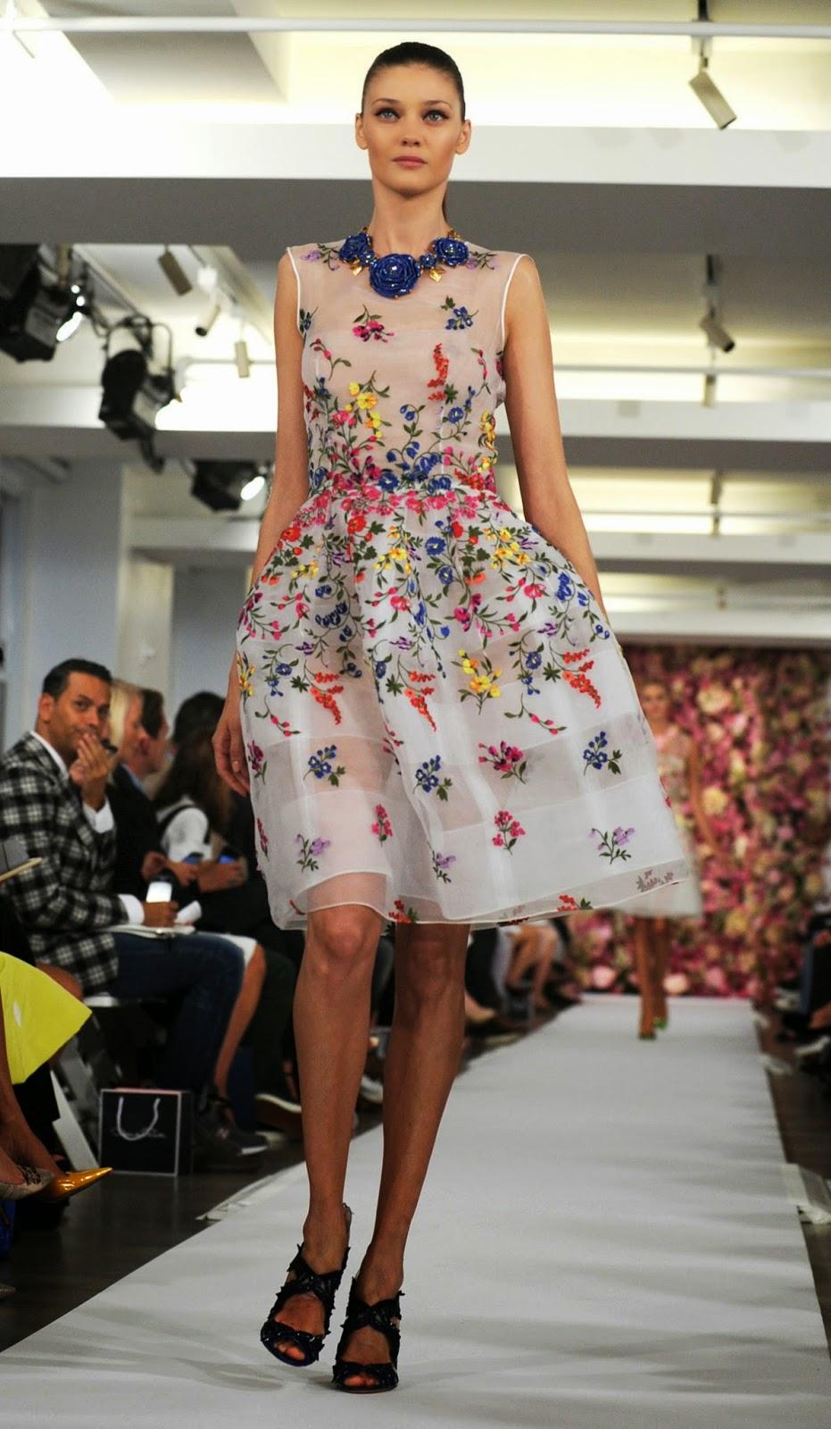 Fashion week v New Yorku bol plný krásnych šiat s nežnými dievčenskými  vzormi  66bf386bbd7