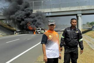 Anies Bawesdan Bantu Korban Kecelakaan Di Cipali