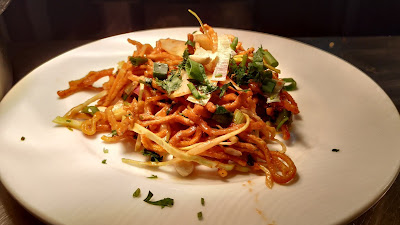 Crispy fried noodles with vegetables peanuts for Chinese bhel Recipe