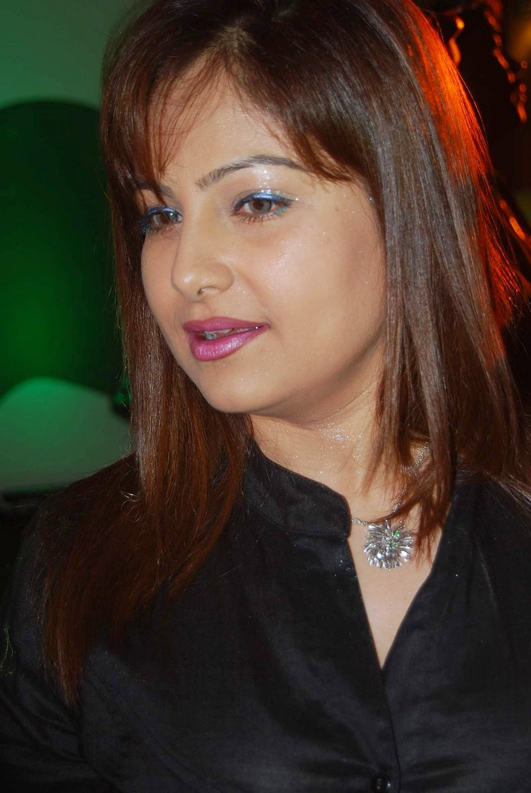 Bollywood Actress Ayesha Jhulka Hd Wallpapers Download -8837