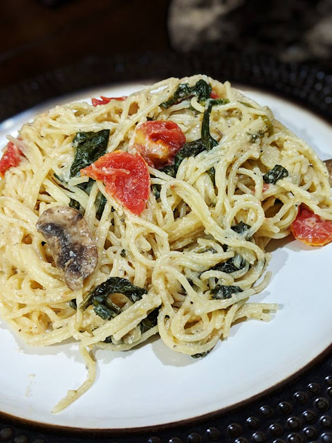 One Pot Spinach and Tomato Pasta