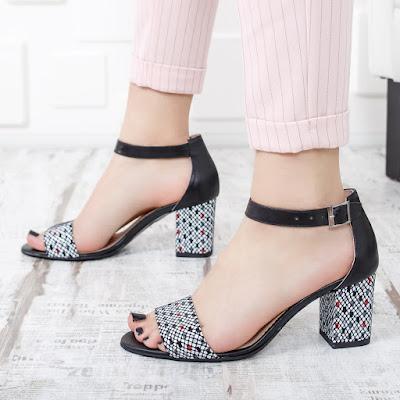 Sandale cu toc gros din piele naturala cu imprimeu colorat pe toc