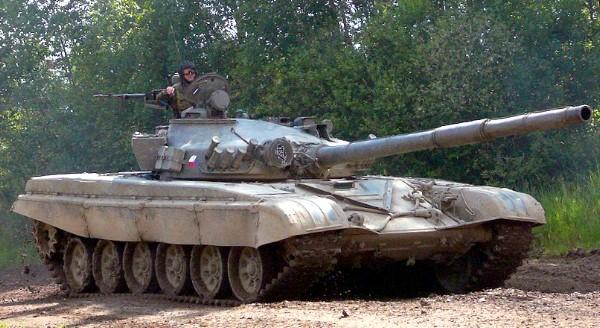 T-72M1 Carro de combate médio (Soviet State Factories)
