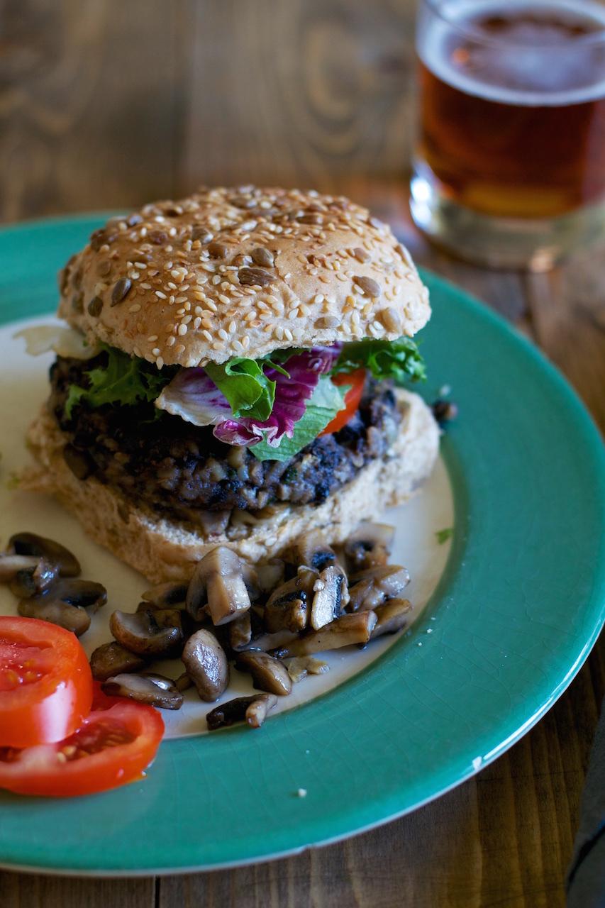 Black bean burgers (vegan) · Lisa Hjalt