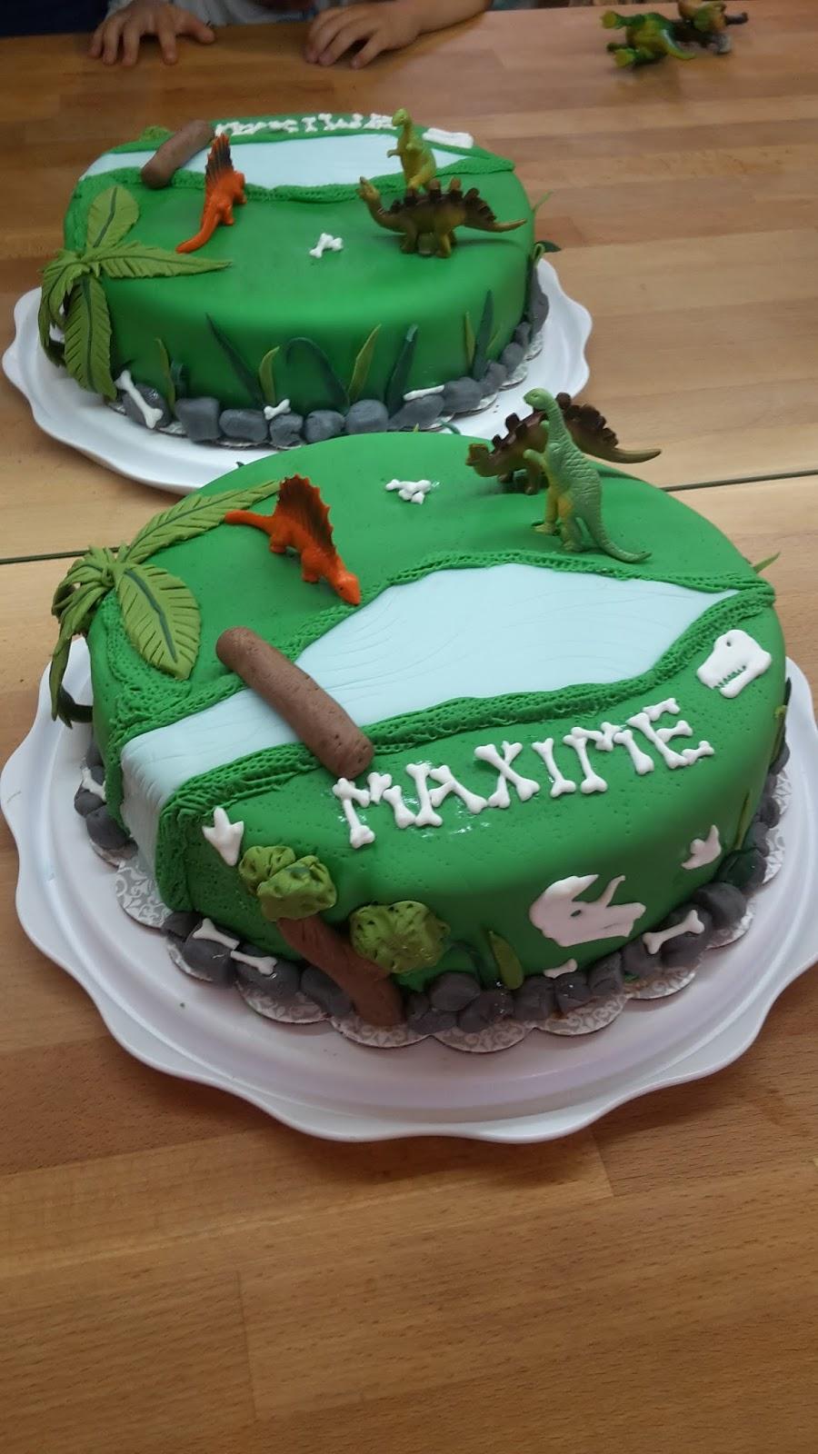 dinosaures, décor, pâte à sucre.