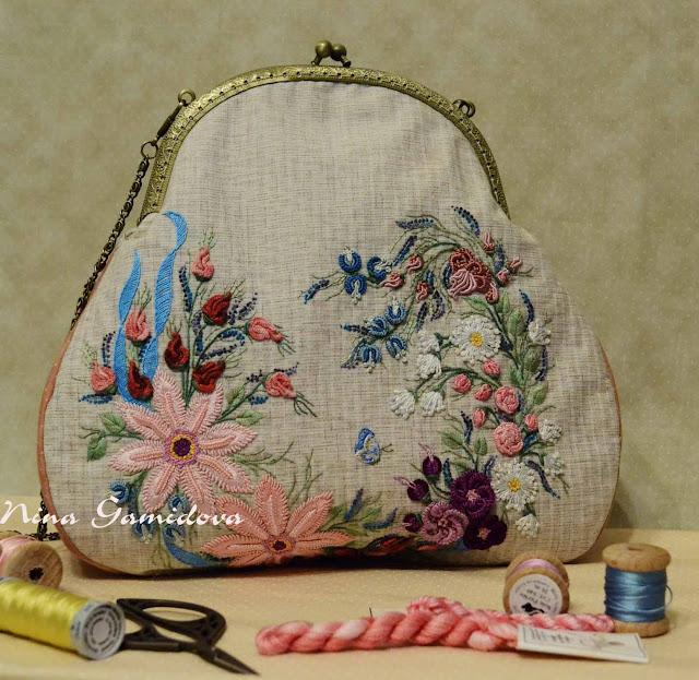 Бразильская вышивка. Текстильная сумочка на фермуаре с вышивкой.
