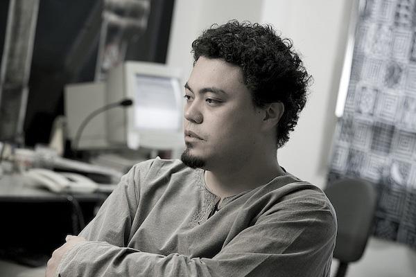 Leonardo Sakamoto participa de debate público sobre microviolências, promovido pela Cia. de Teatro Heliópolis