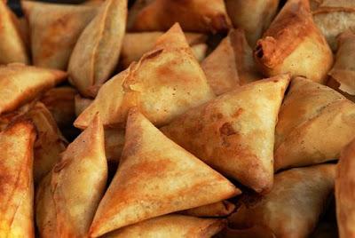 http://2.bp.blogspot.com/-Ap7gKebsDIA/TlpfIpqwN3I/AAAAAAAAACw/St8HKmfQadg/s1600/kenya-samosa-recipes.jpg