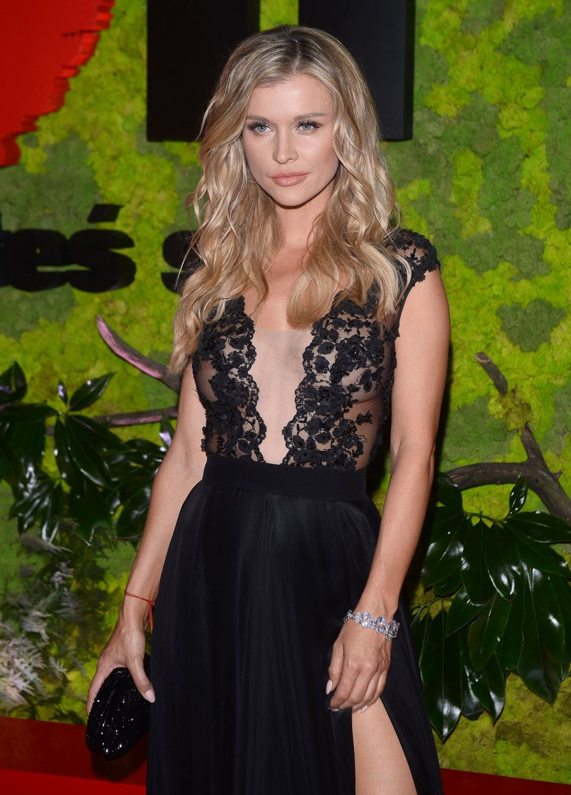 HQ Wallpapers of 'The Dog Problem' actress Joanna Krupa At TVN Gala Foundation In Warsaw