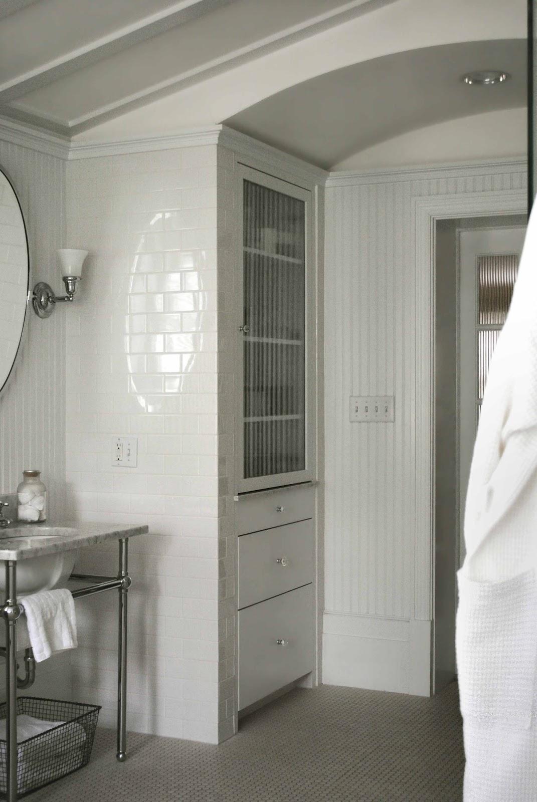 Tone On Tone Interior Amp Garden Design A Classic Bathroom