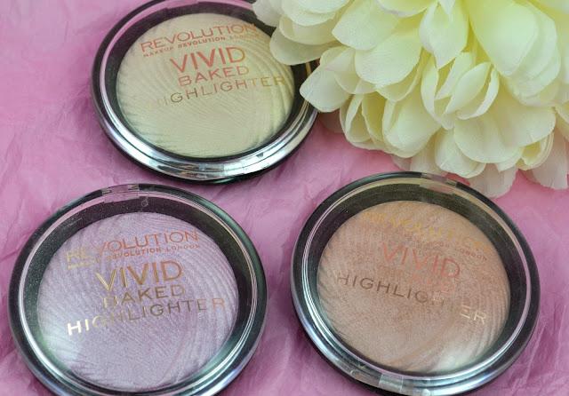 Make up Revolution - Vivid Baked Highlighter - pink lights - peach lights - golden lights - shimmer - swatches - compact - make up - highlighters - baked highlighters - review
