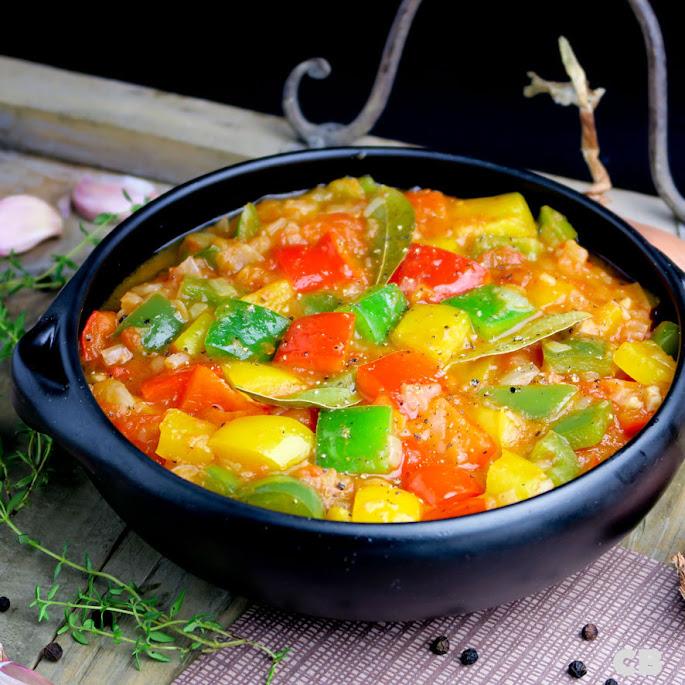 Recept Peperonata, een zomerse Italiaanse paprika-tomaatstoofpot