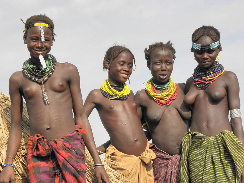 Little teen and tribu african 4