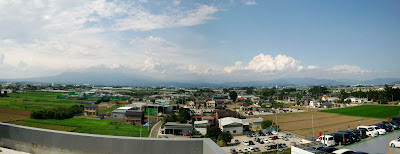 スマーク伊勢崎の駐車場から見た赤城山の景色