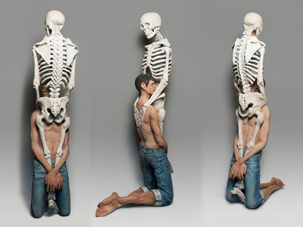 Yoshitoshi Kanemaki esculturas madeira surreal pessoas múltiplas bizarro