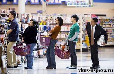 Время, которое человек тратит на очередь в магазинах