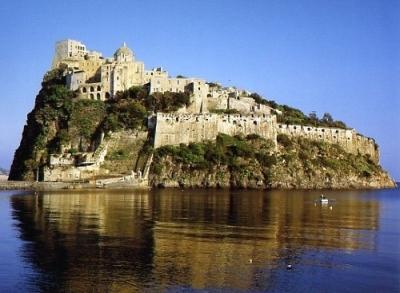 Appartamenti ischia il castello aragonese ischia for Appartamenti ischia