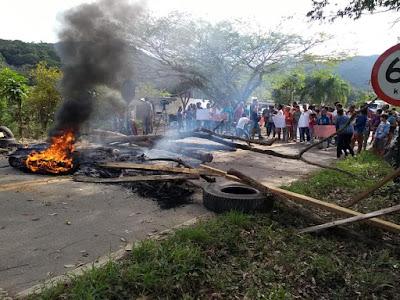 Quilombolas bloqueiam Rodovia SP-165 em Eldorado-SP