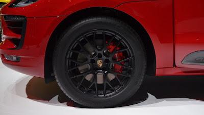 2016 Porsche Macan S front wheel