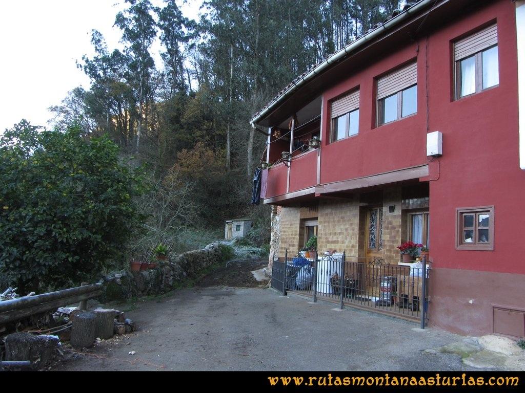 Area Buyera, picos Grandamiana y Plantón: Inicio del camino de tierra