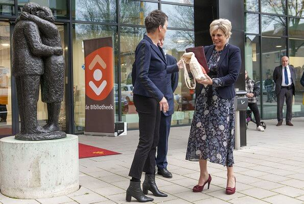 Princess Laurentien attended the opening of the 17th edition of the National Reading Breakfast Days at the Zoetermeer Forum. Missoni
