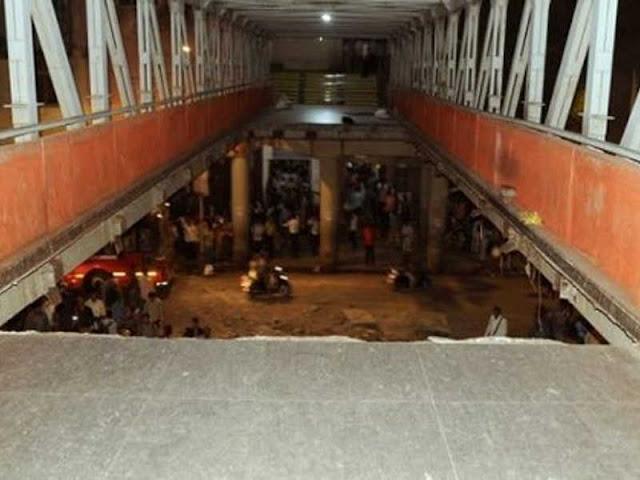 Jembatan Penyeberangan di Mumbai Runtuh, 5 Orang Tewas