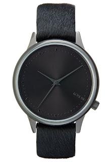 Dodatki do czarnej sukienki, zegarek komono