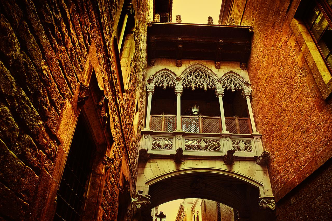 Barcelona, Gothic Quarter: archway Casa de los Canónigos at Bisbe Irurita Street