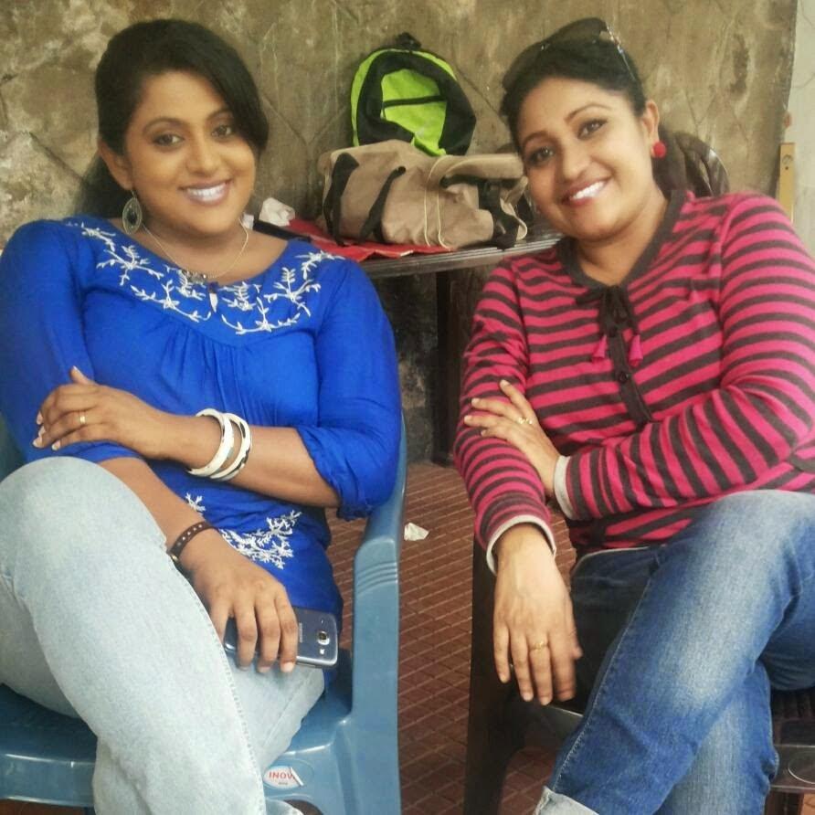 Veena Nair Tv Anchor: Mallu Actress Location Pics At Thilothama Malayalam New