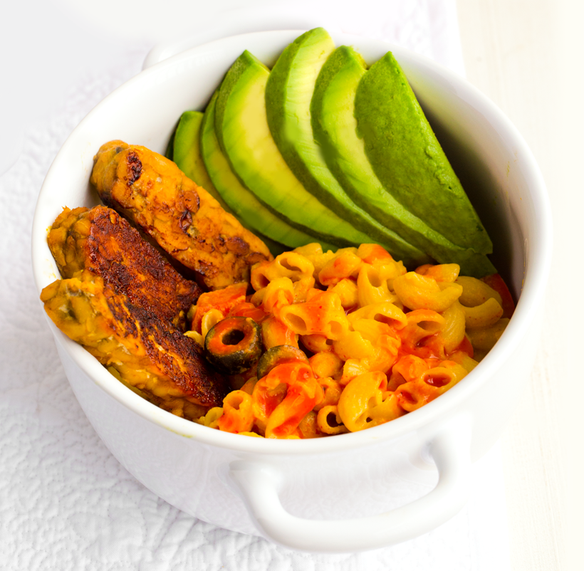 Buffalo Mac 'n Cheese with tempeh and avocado