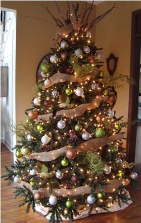 adornar el árbol de navidad con cinta y maya, como adornar un pino bonito