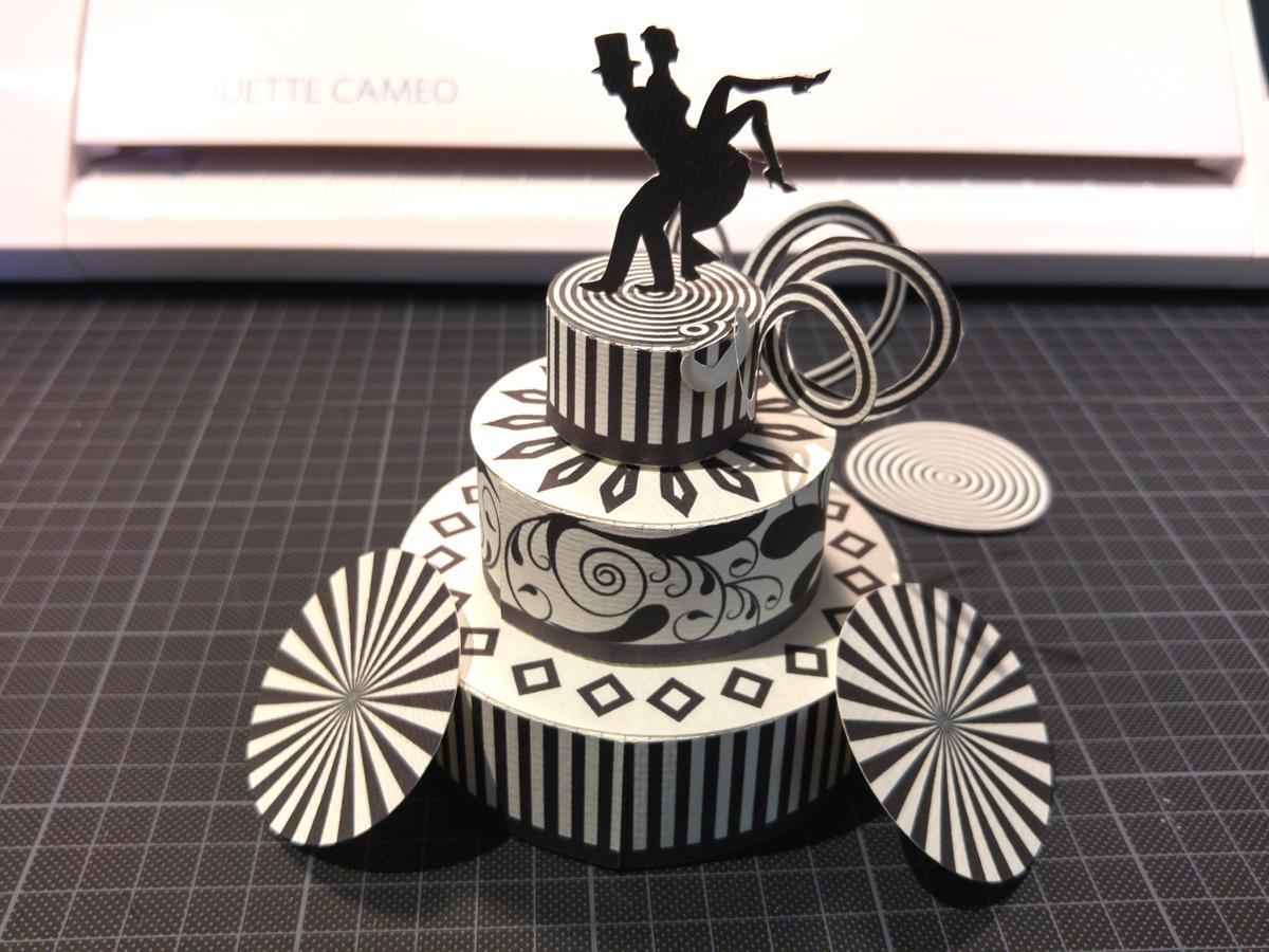 Papierscherestoff Hochzeitstorten Box Tutorial