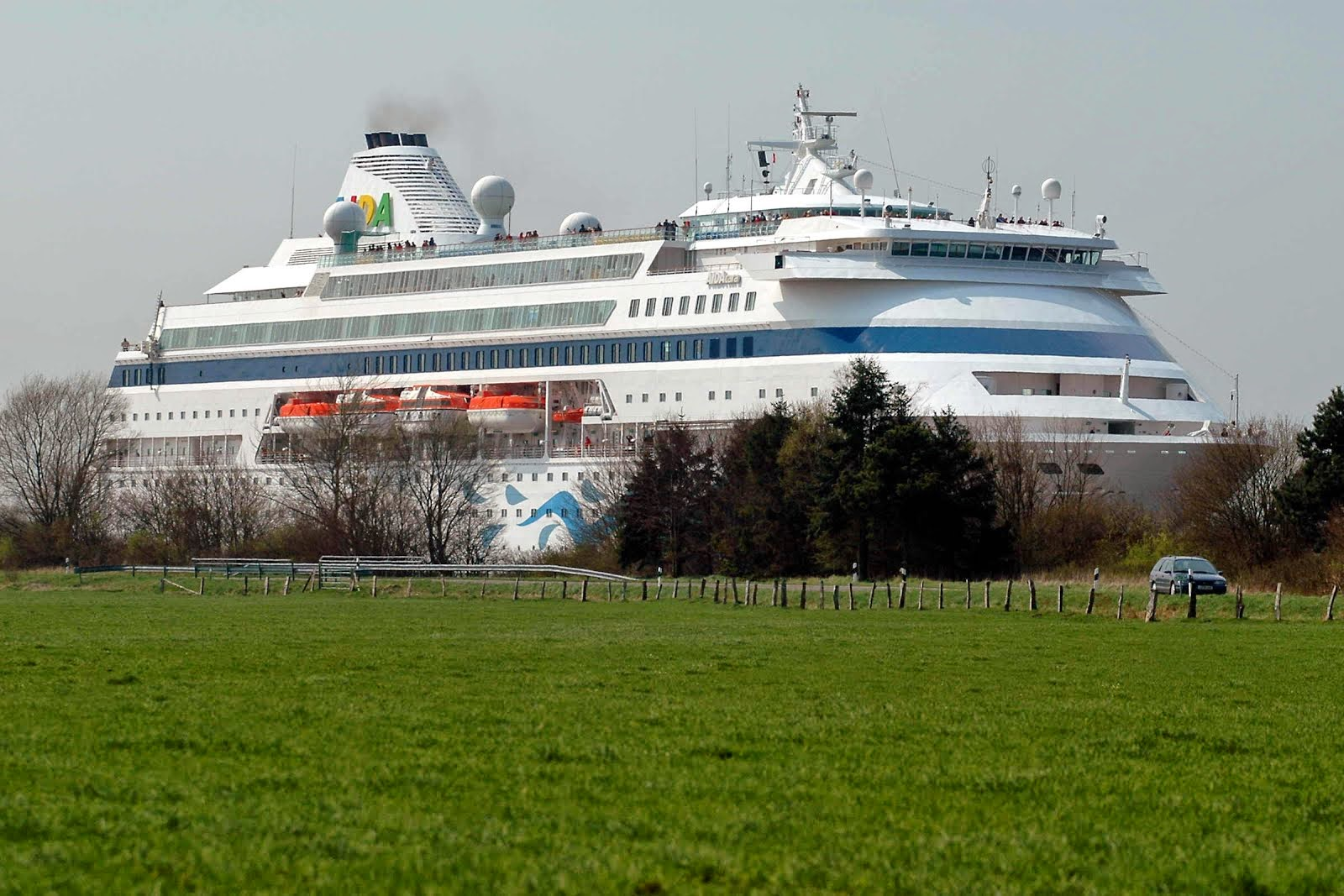Image result for cruise ship in kiel canal lock