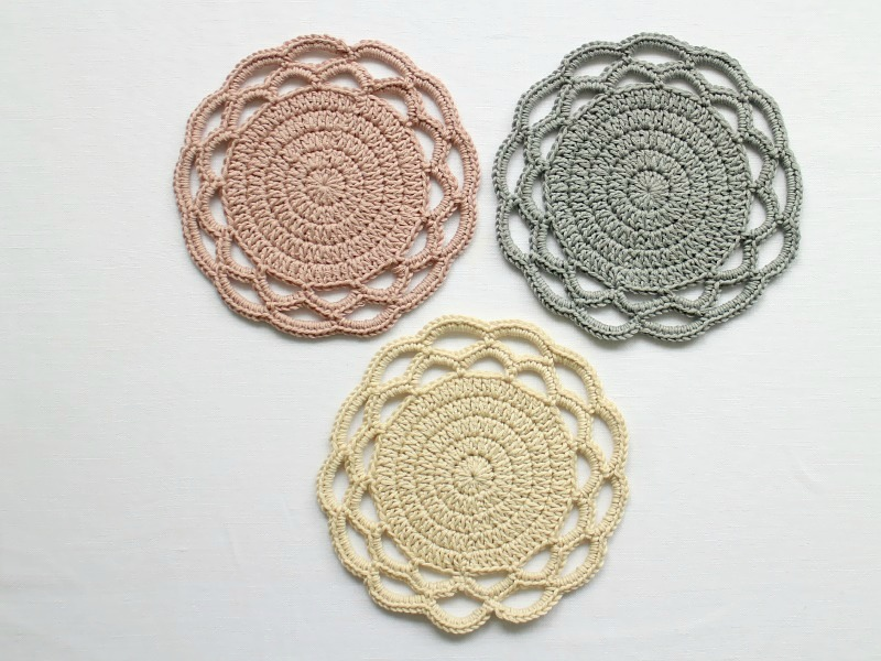 Crocheting Coasters : give: delicate crochet coasters owl and accordion