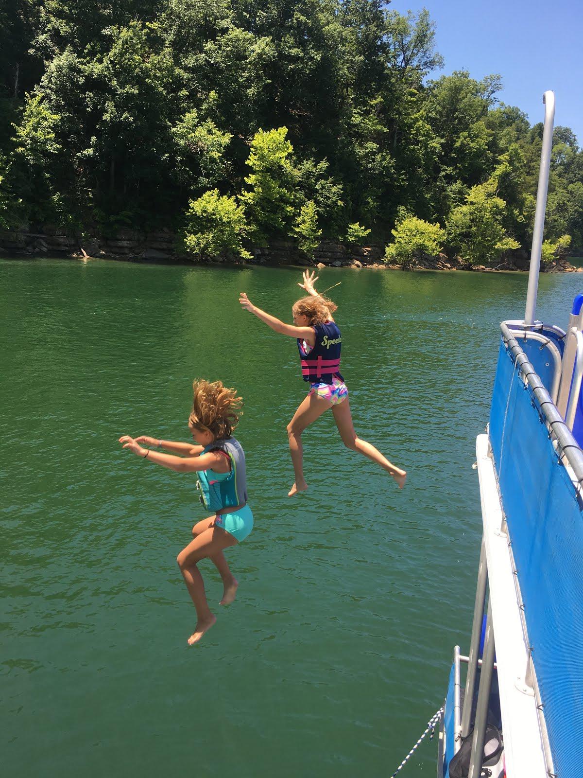 Magnolia Mamas : Lake Cumberland Houseboat Trip
