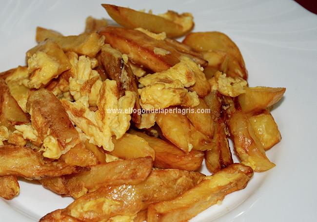 Huevos revueltos con patatas