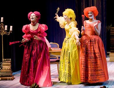 Aktorki stylizowane na artystki comedia dell'arte